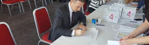 """U Osijeku uručeno prvih 40 ugovora o dodeli bespovratnih sredstava za program zapošljavanja žena """"Zaželi"""""""